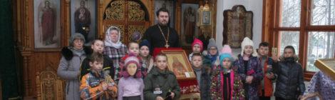 Беседа со школьниками о новомучениках в храме с. Петровское