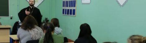 Беседа студентов со священником в техникуме г. Рошаль