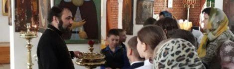 Экскурсия для школьников в Крествоздвиженском храме пос. Мишеронский