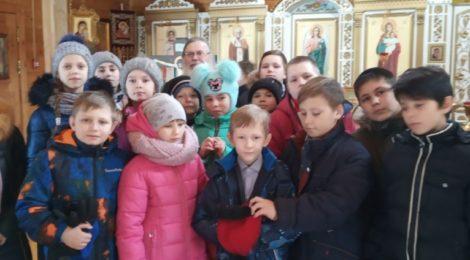 Экскурсия школьников в Михаило-Архангельский храм с. Пышлицы