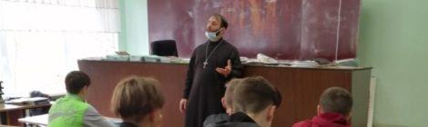 Встреча со священником в Рошальском техникуме
