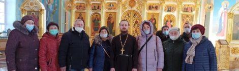 Паломники в Троицком храме с. Шарапово